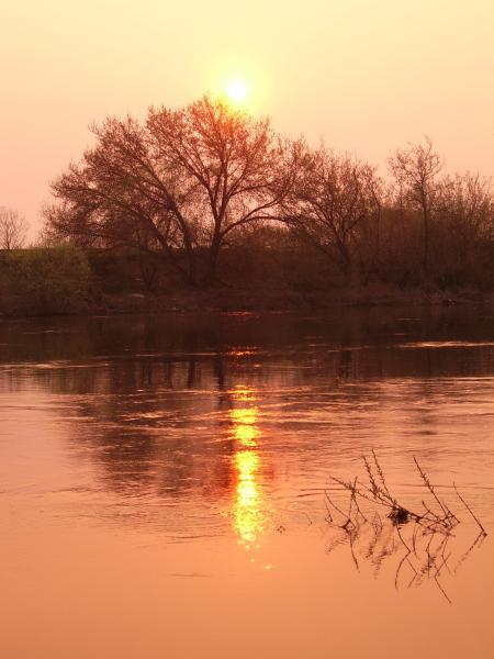 Река Днепр во время заката