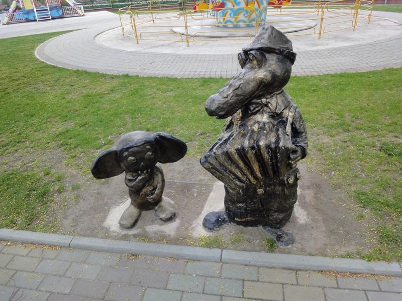 """Орша, детский парк """"Сказочная страна"""", Гена и Чебурашка."""